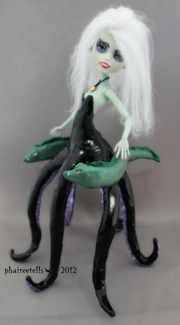 URSULA MH monster high repaint frankie by phairee004
