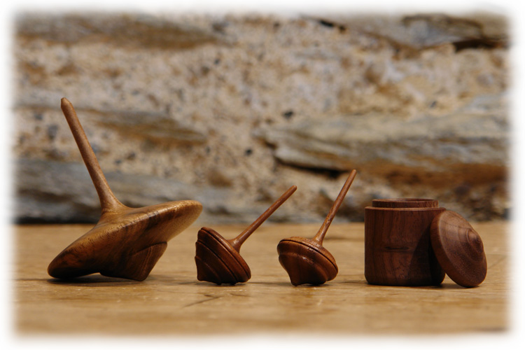 Walnut Spinning Top - Holzkreisel Nussholz by Lederkram-de