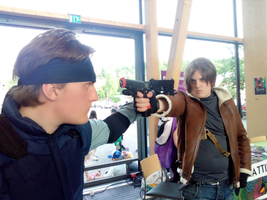 Leon vs. Solid Snake - At Desucon by TeriosShadow15