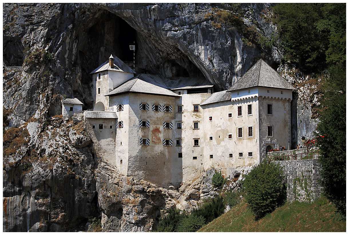 Predjama castle by easwee