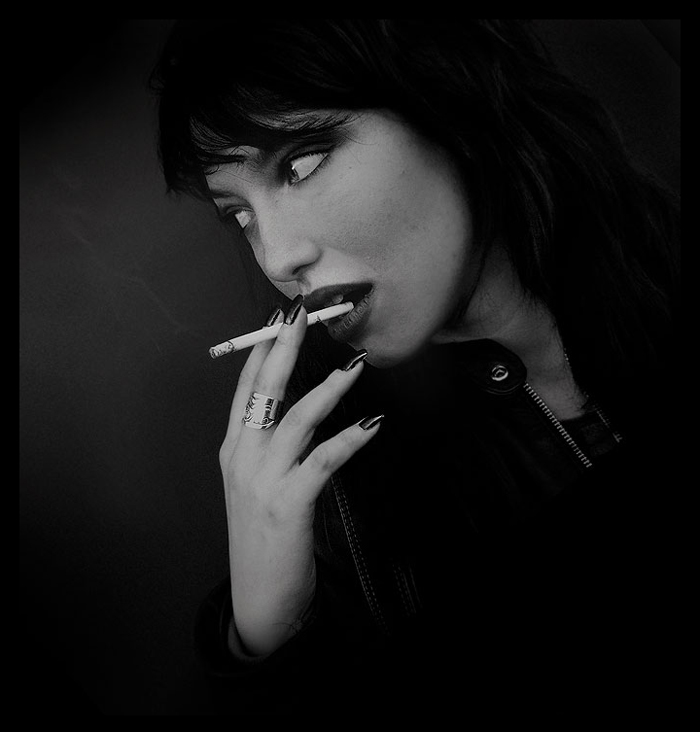 http://orig06.deviantart.net/025f/f/2007/049/6/1/the_girl_with_cigarette_by_stellaheaven.jpg