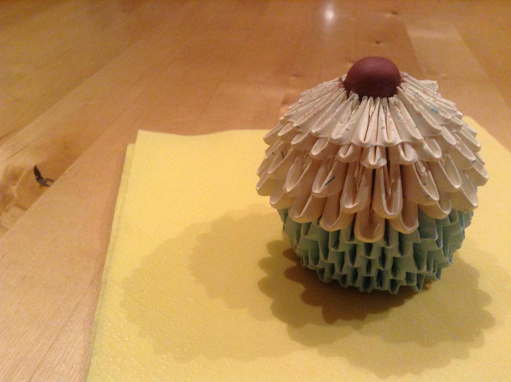 3D Origami Cupcake By GenieChaos
