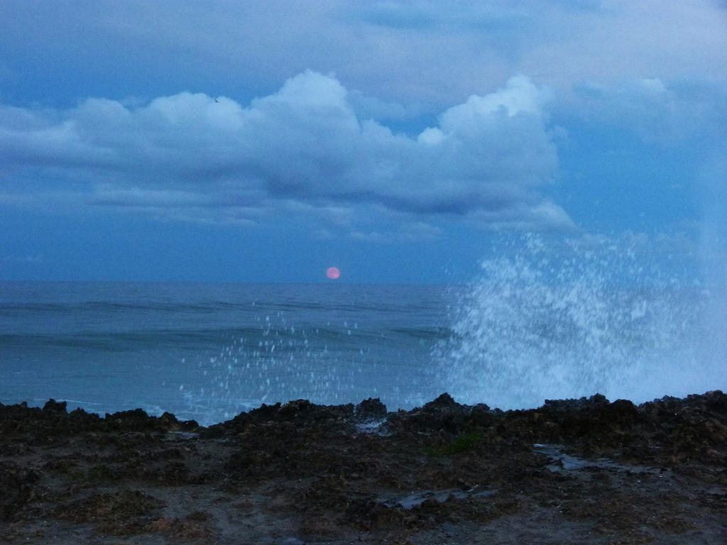 BloodMoonRise01 by ecfield