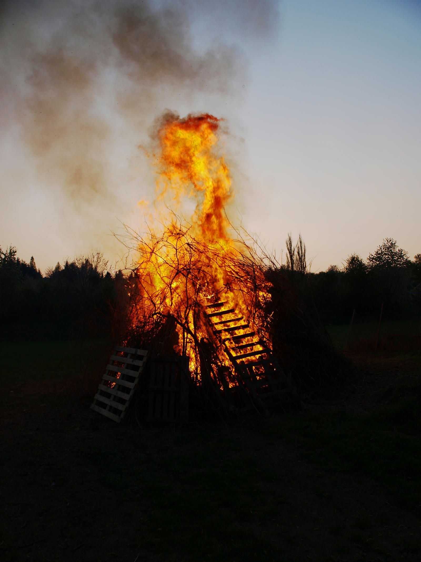 Schlotheim: Easter Fire by ThePraiodanish
