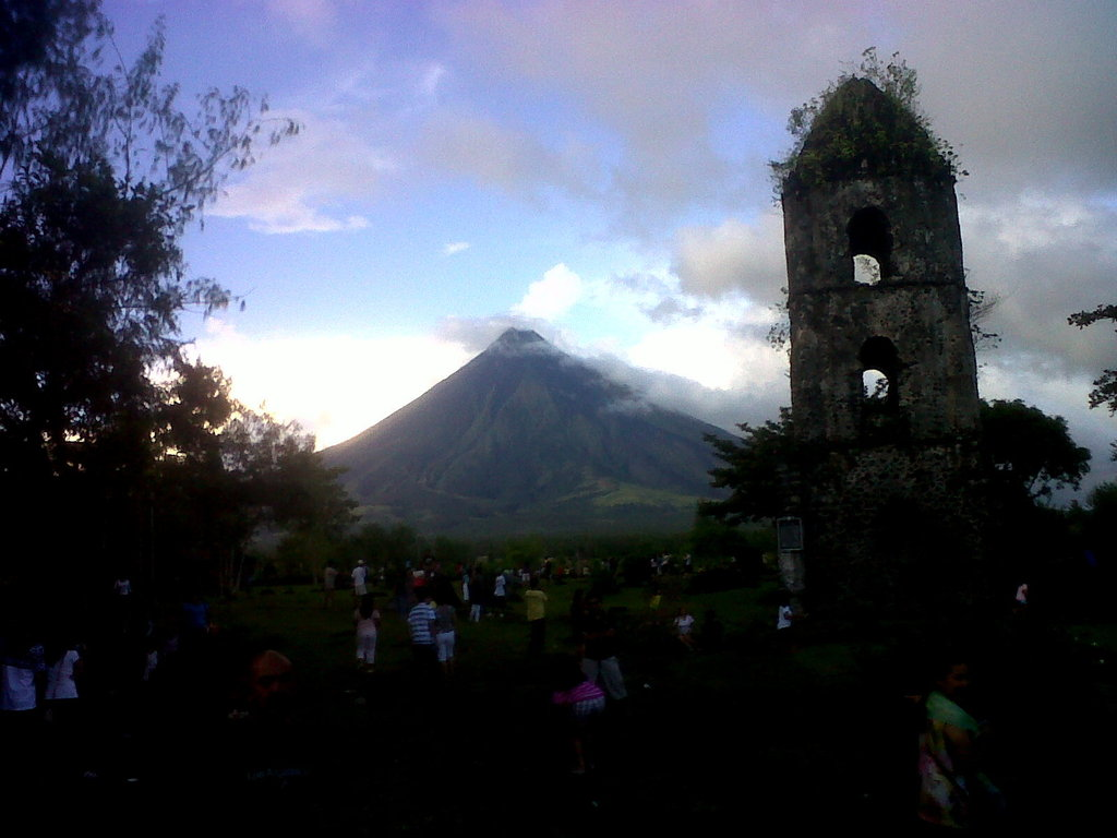 Mayon Volcano Bicol Philippines by olrak02
