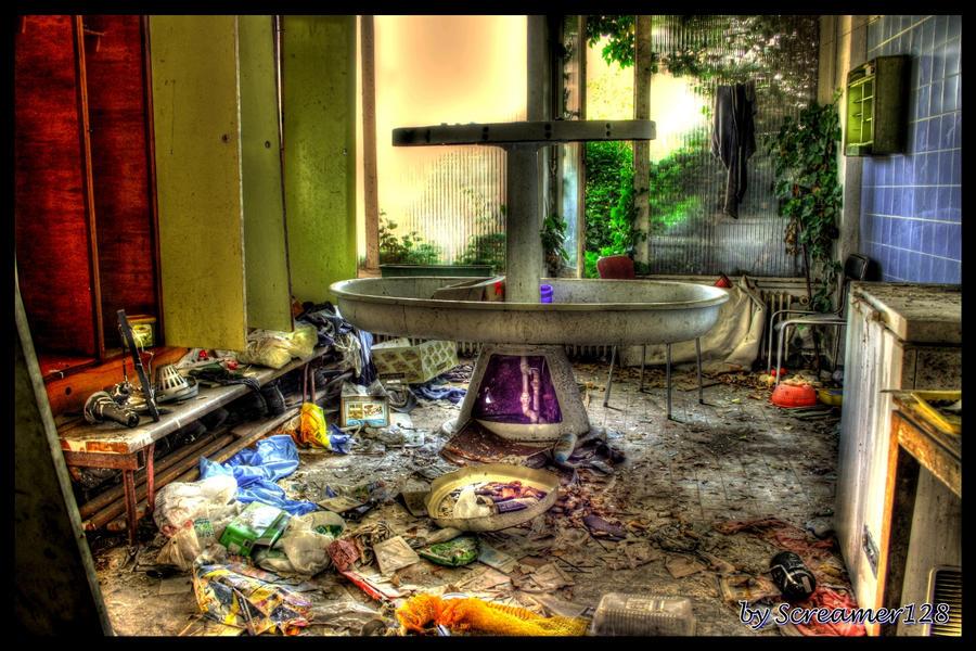 Abandoned Bathroom by Screamer128