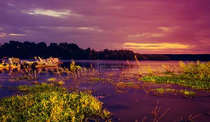 Night spreads over the Danube by Piroshki-Photography