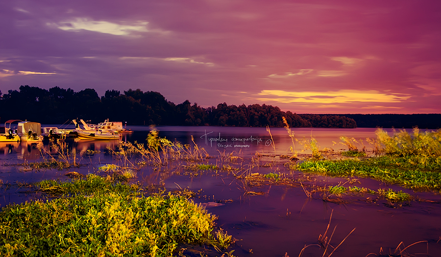 Night spreads over the Danube by Piroshki-Photography