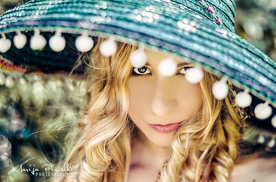 Sombrero girl by Piroshki-Photography