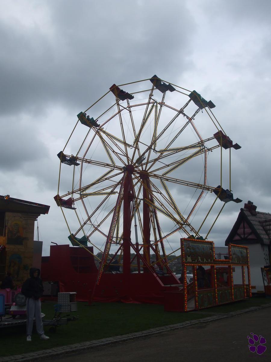 AM 37 - Looming Ferris Wheel by Foxy-Poptart