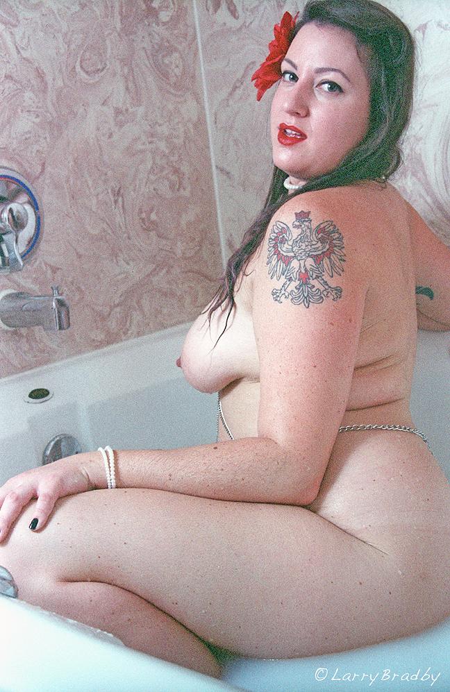 Nude Pin up Model in Tub by larrybradbyphoto