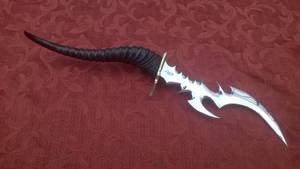 Fantasy blade with horn