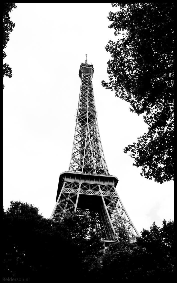 Eiffel Tower Black and white by Relderson on DeviantArt