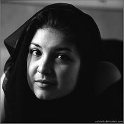 Portrait in black by Alchimik