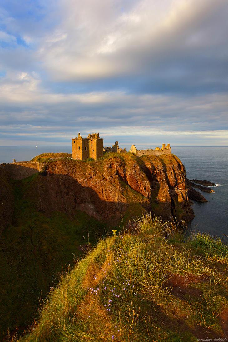 Dunnottar Castle by Dave-Derbis