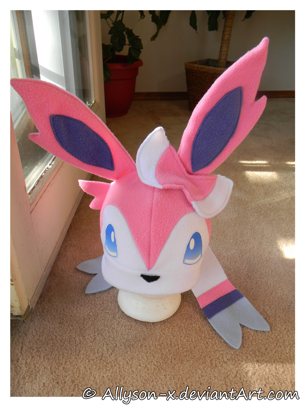 [Image: sylveon_hat_by_allyson_x-d6tqj68.png]