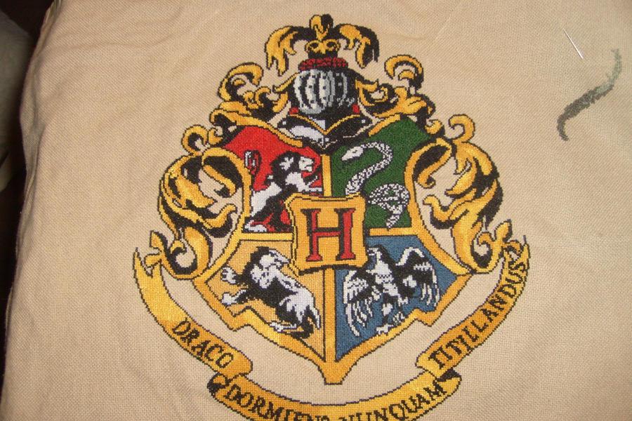 Little Mojo's Hogwarts Crest Complete by Scienceandart