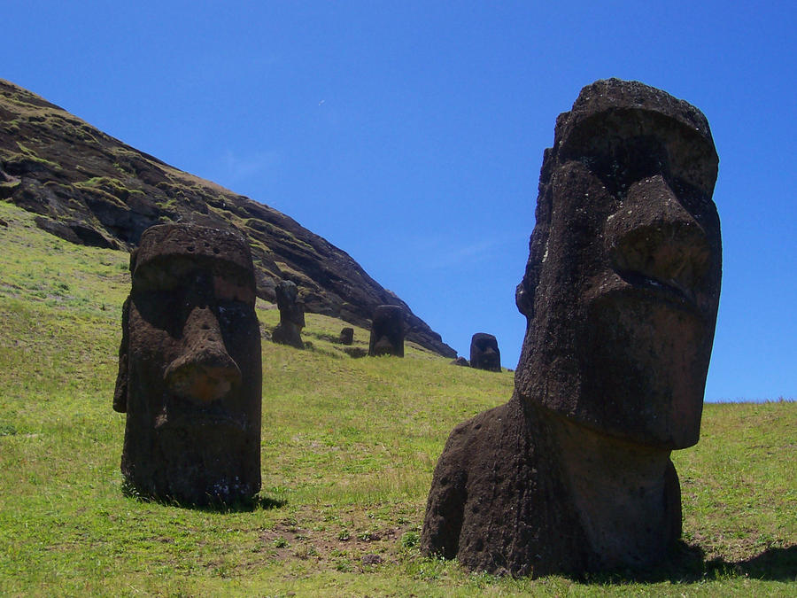 easter island moai by Letterbomb21