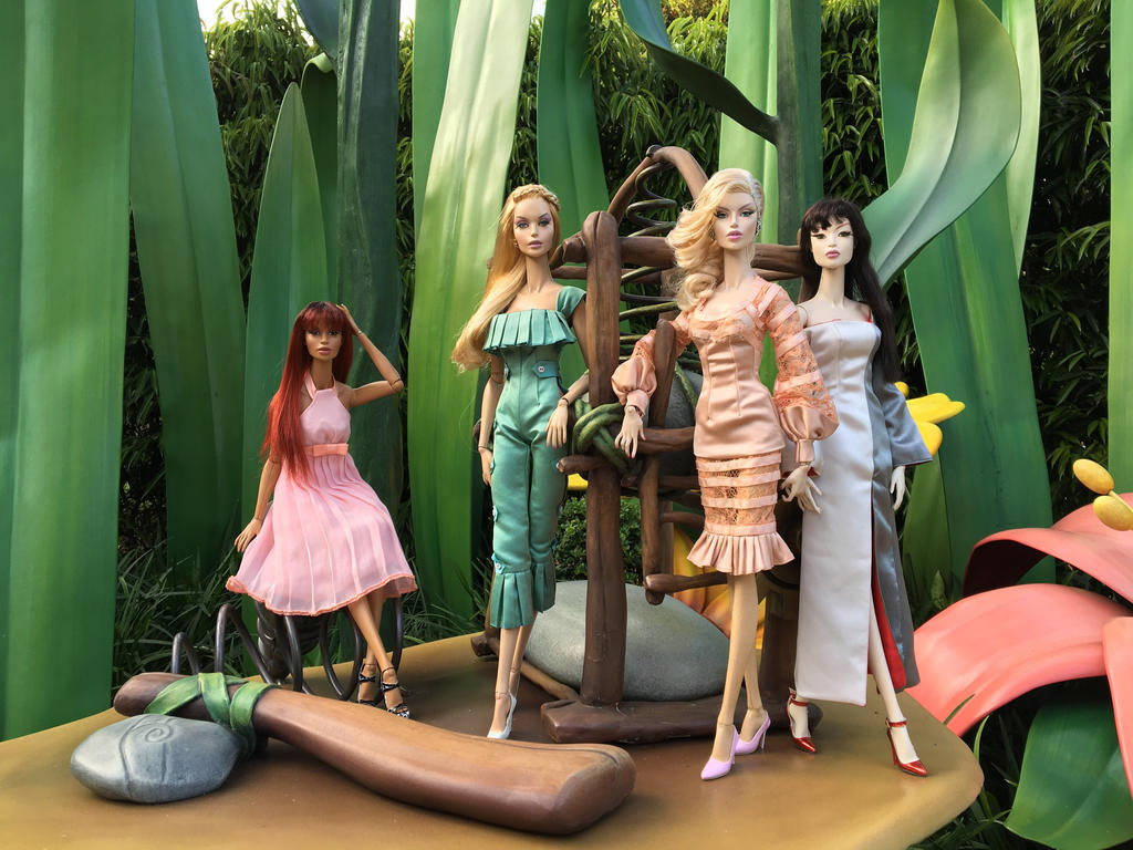 GlamourOz Dolls visiting Tinkabelle's Grotto by Jozef-Szekeres