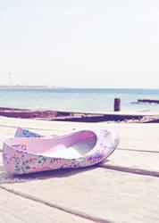 Girl On the Beach by Zayoon