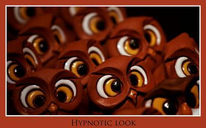 Hypnotic look