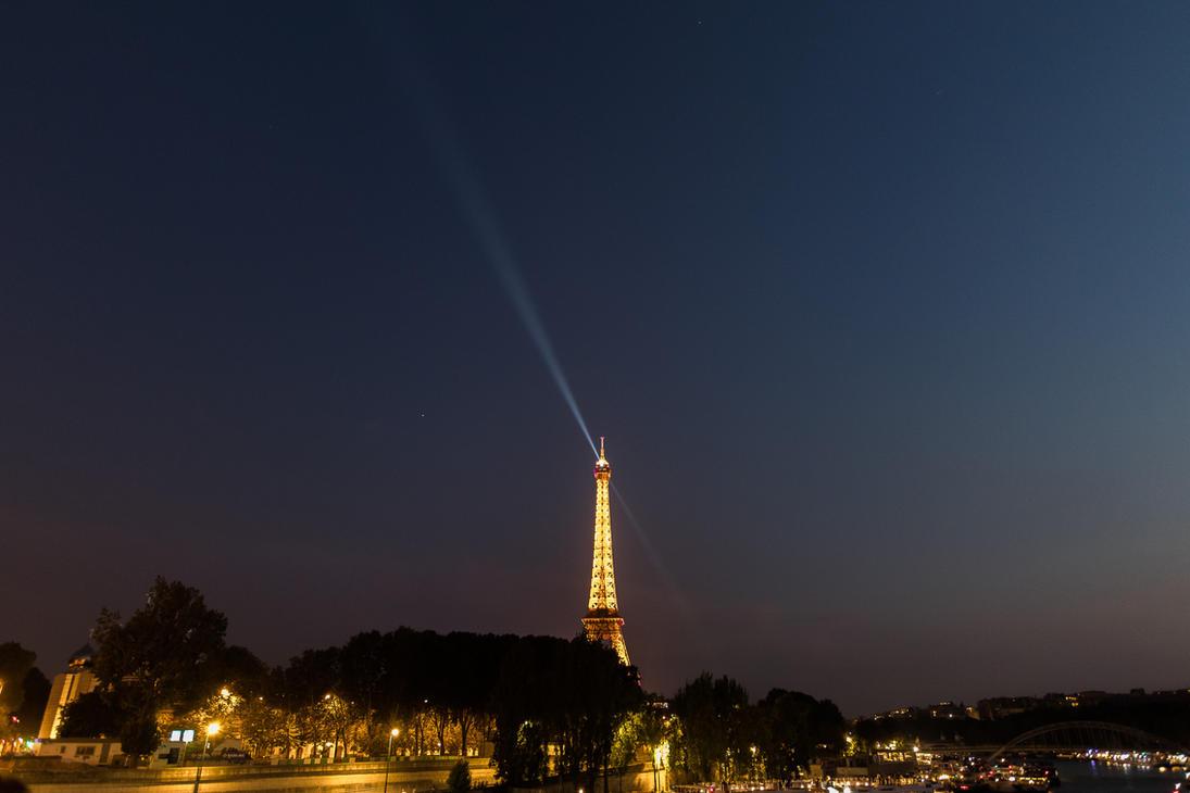 Eiffel Tower by Elthaniel