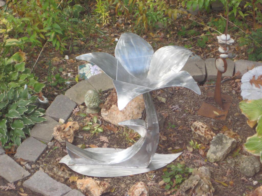 Flower Bid Bath 4 by mesneller