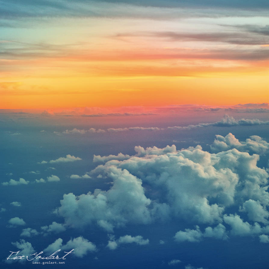 Clouds Below by IsacGoulart