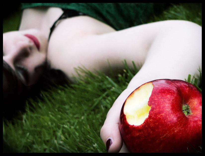 """Képtalálat a következőre: """"snow white apple"""""""