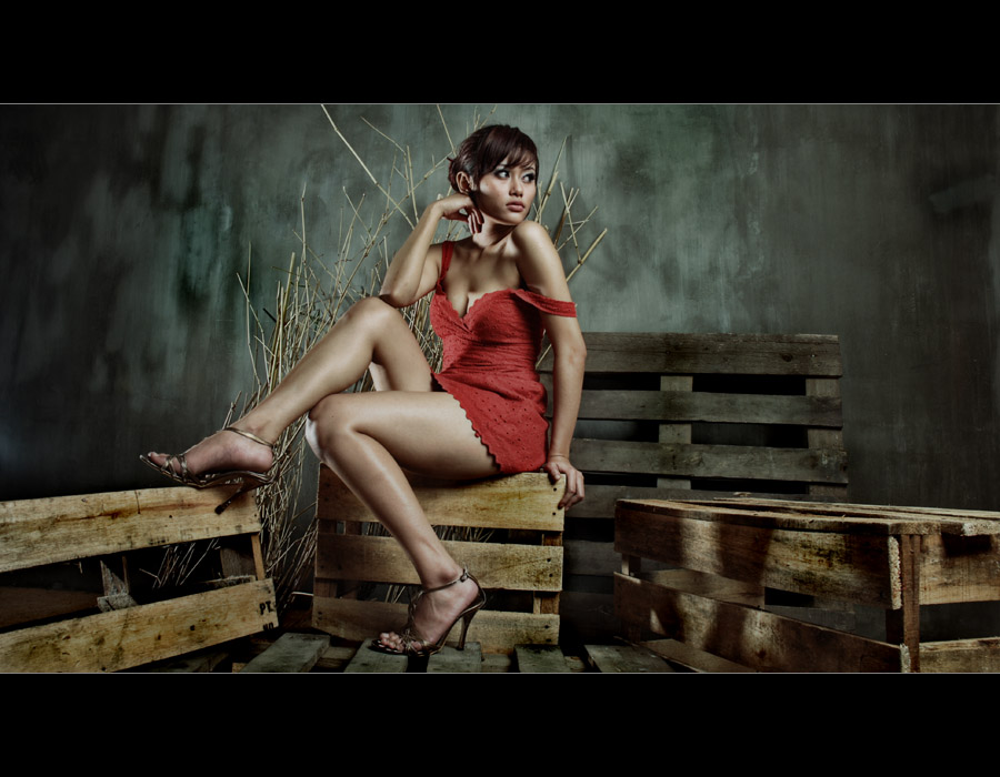 .: woman in red :. by imetus