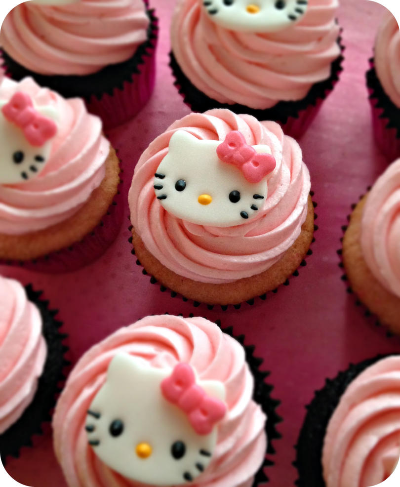 Hello Kitty Cupcakes by cake4thought