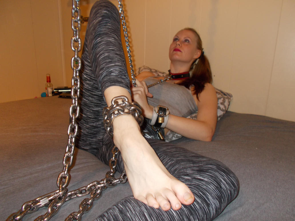 just so in love wiy those heavy chains :D :P by MissSexyfeet24