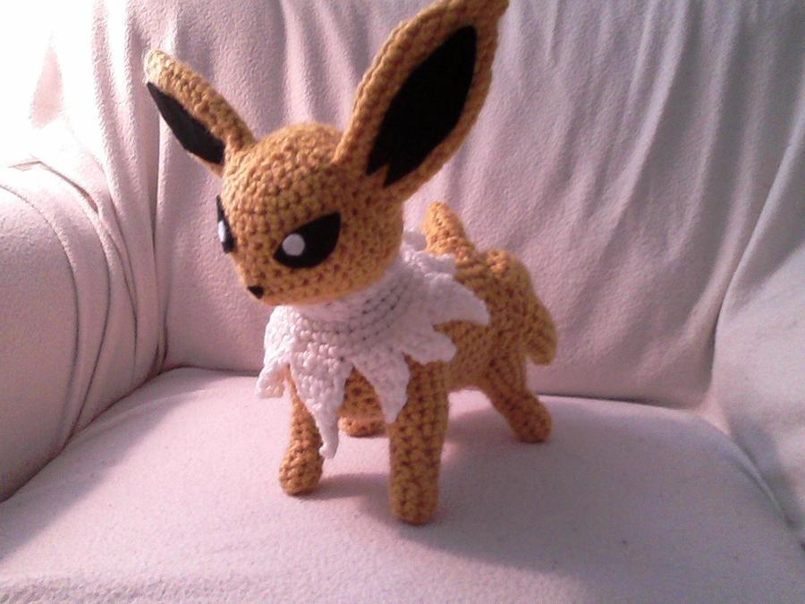Jolteon Crocheted by Kitorahoshi