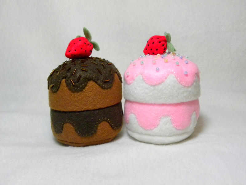 Plushie Cakes by EmilyHitchcock
