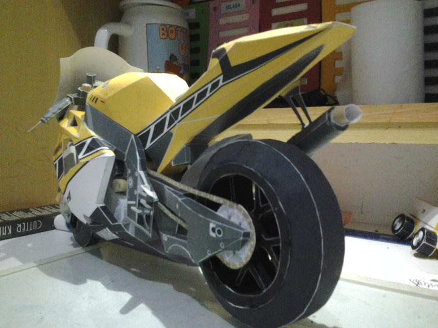 Yamaha YZR M1 by rionaldlawrance