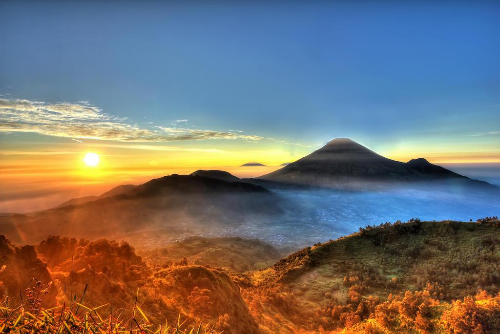 Sunrise at Sikunir by gundala7x