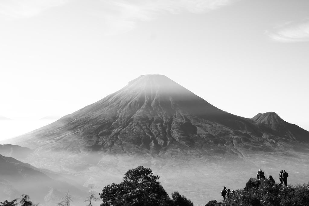 Sindoro Mountain by gundala7x