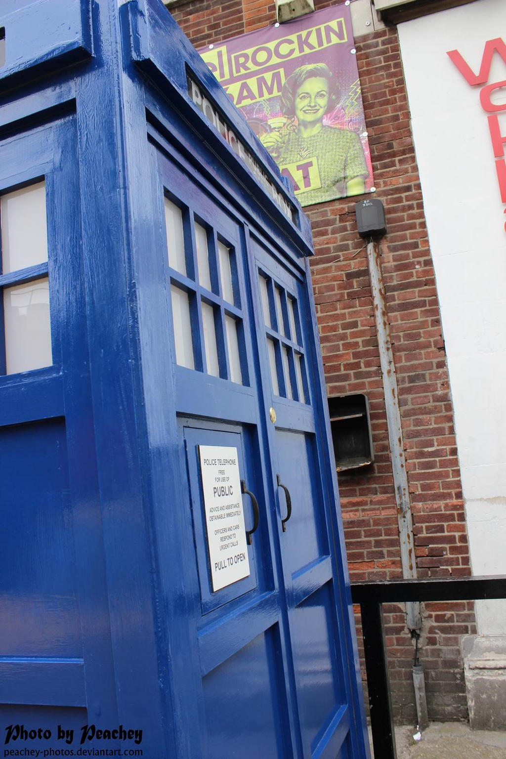Tardis at Movie Buffs by Peachey-Photos
