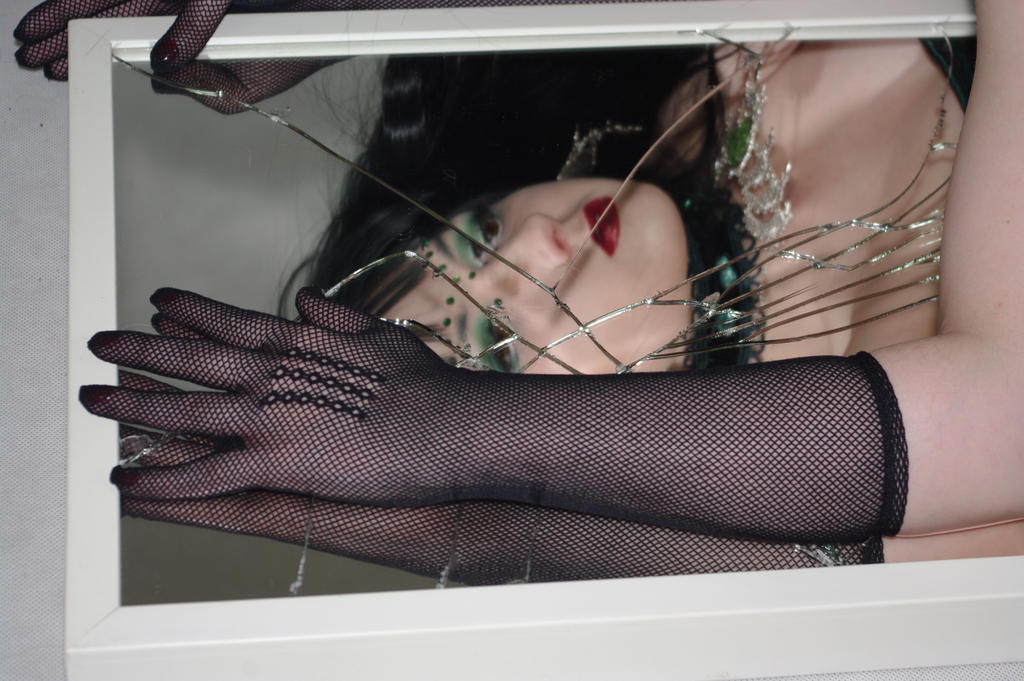 STOCK - Gothic vampire in green - broken mirror by Apsara-Stock