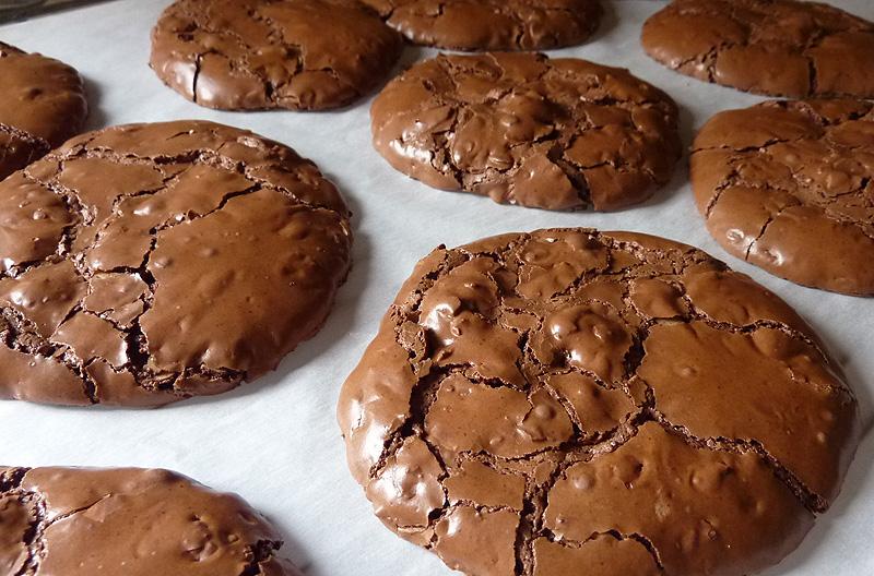 Chocolate Crinkle Cookies by raspil
