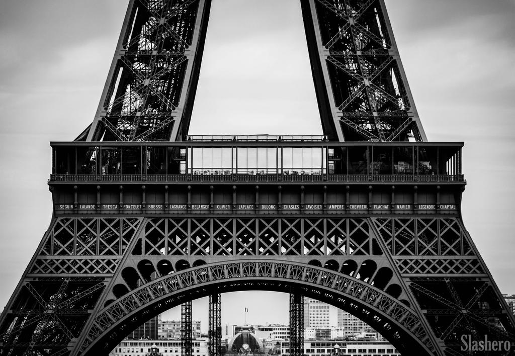 Eiffel Tower by slashero
