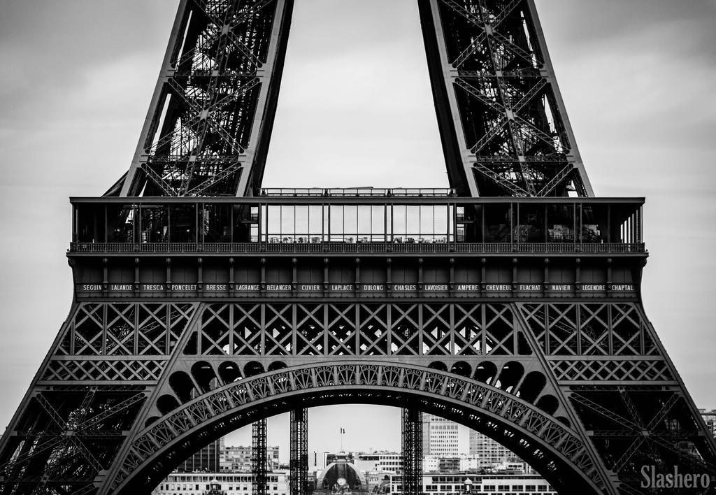 Eiffel Tower by slashero