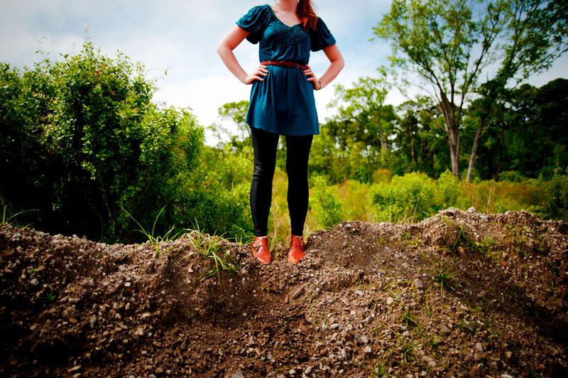 http://fc01.deviantart.com/fs42/i/2009/118/b/3/Hilltop_by_Andross01.jpg