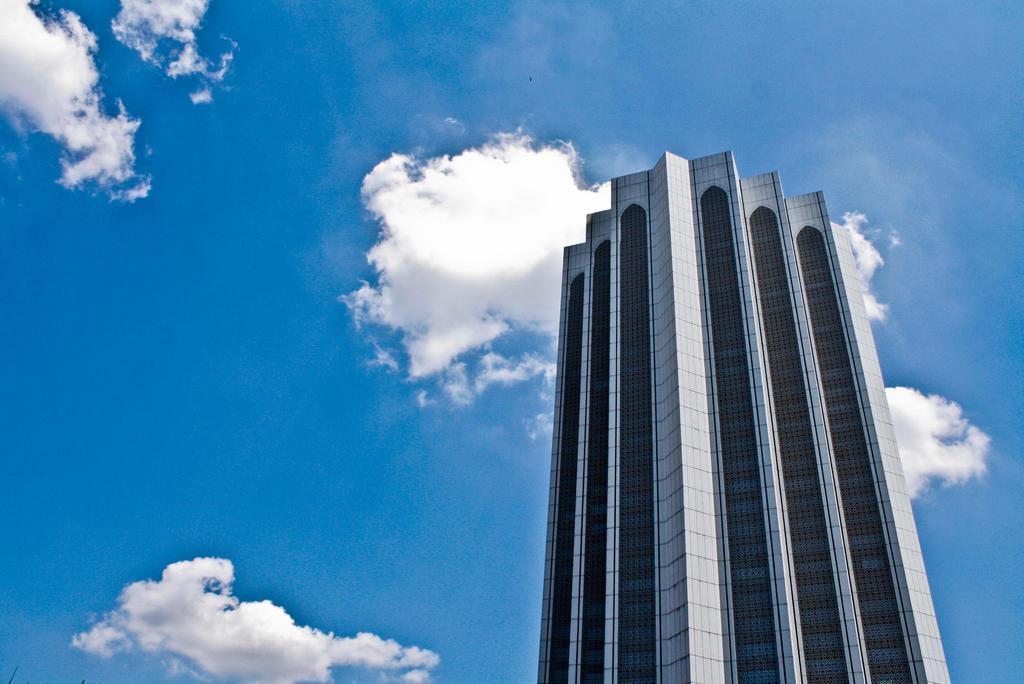 sky building by AlipSuhaimi