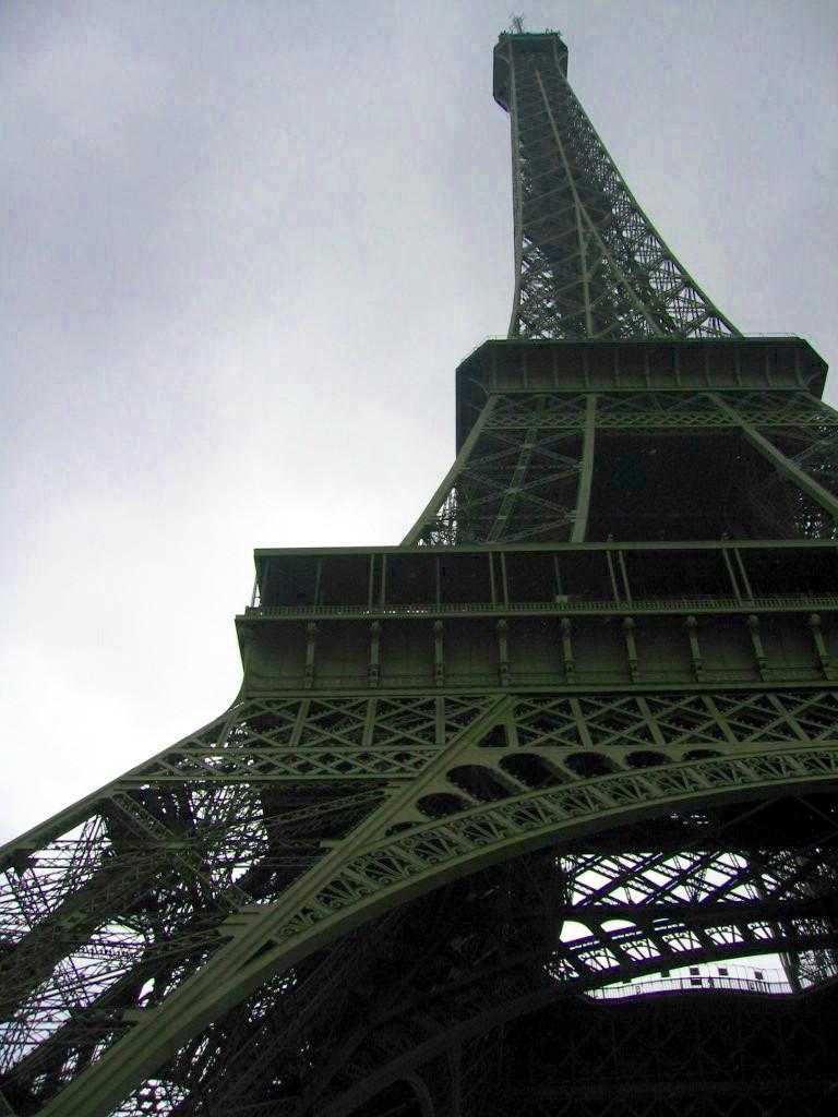eiffel tower by xAnotherPrettyFacex