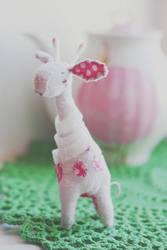 white giraffe by da-bu-di-bu-da