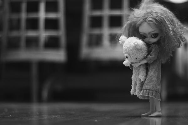 at night dolls walk by da-bu-di-bu-da