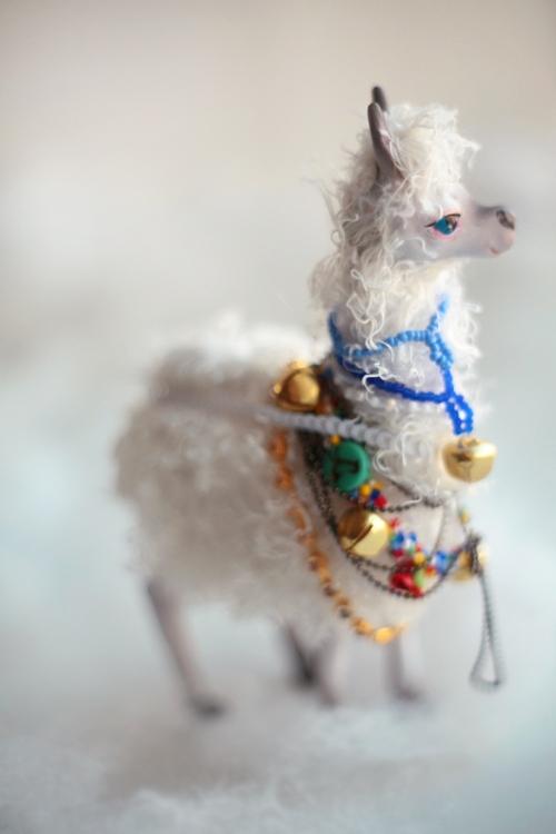 white llama by da-bu-di-bu-da