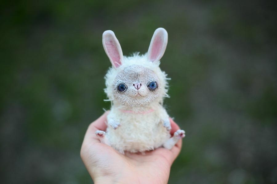 white rabbit by da-bu-di-bu-da