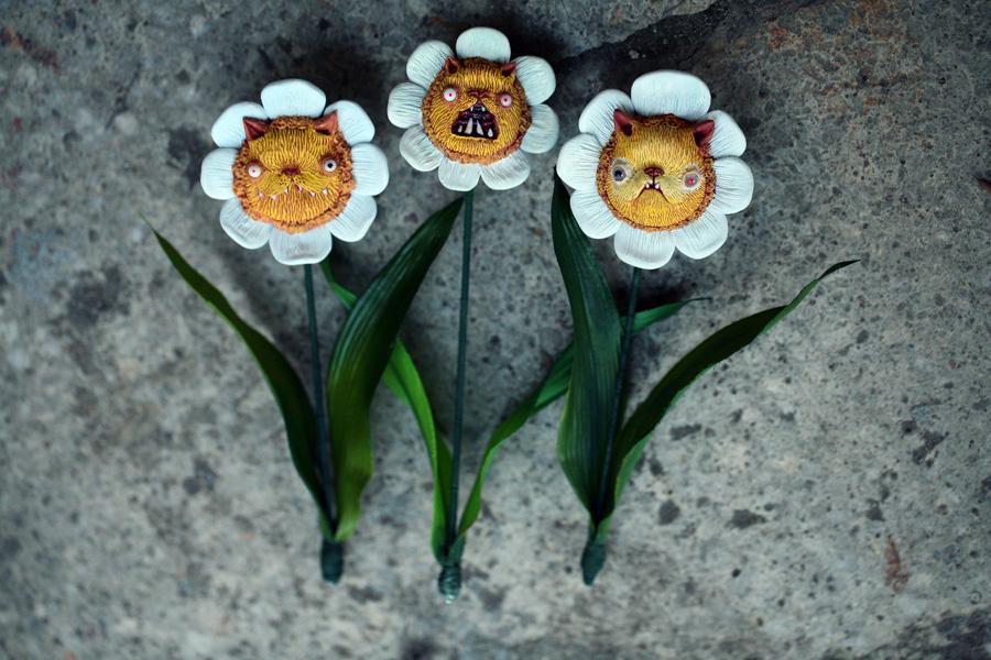 kitty flowers by da-bu-di-bu-da